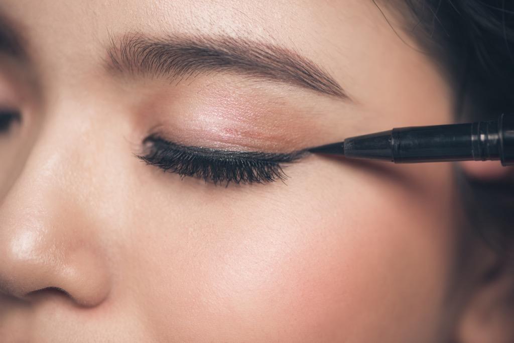 eyeliner maquillage femme, maquillage pour femmes plus âgées