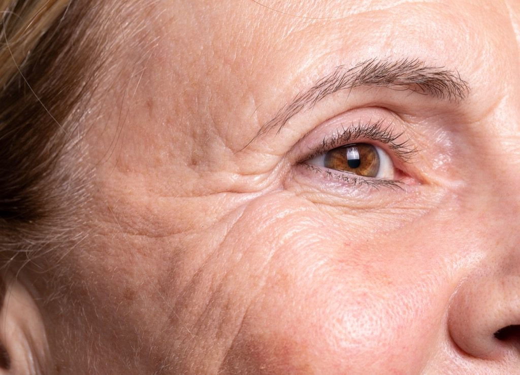 rides pire peau, maquillage pour femmes âgées