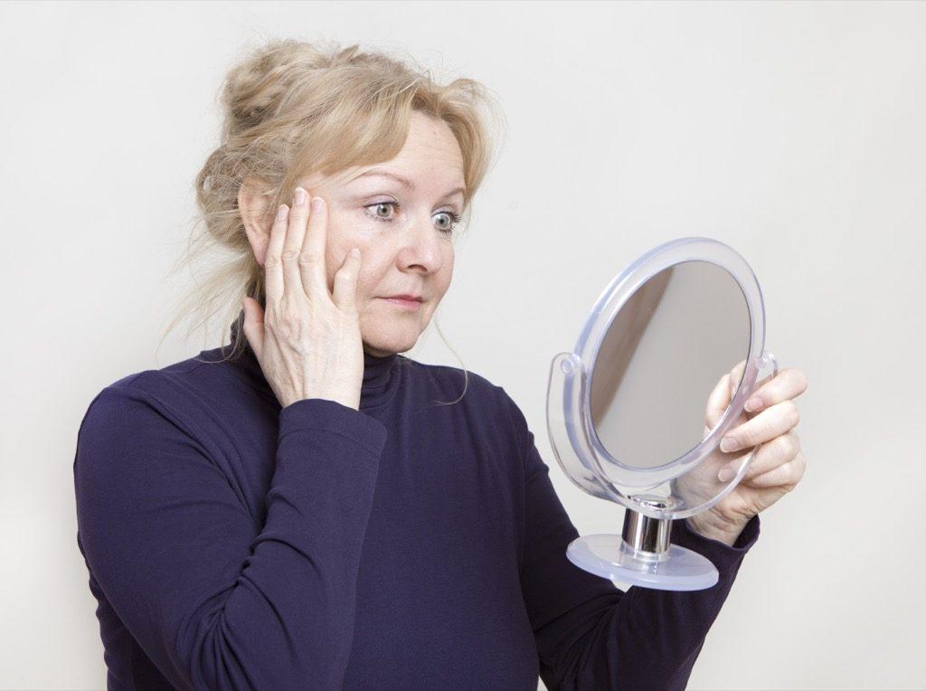 40 choses que seules les femmes de plus de 40 ans peuvent faire, maquillage pour les femmes plus âgées