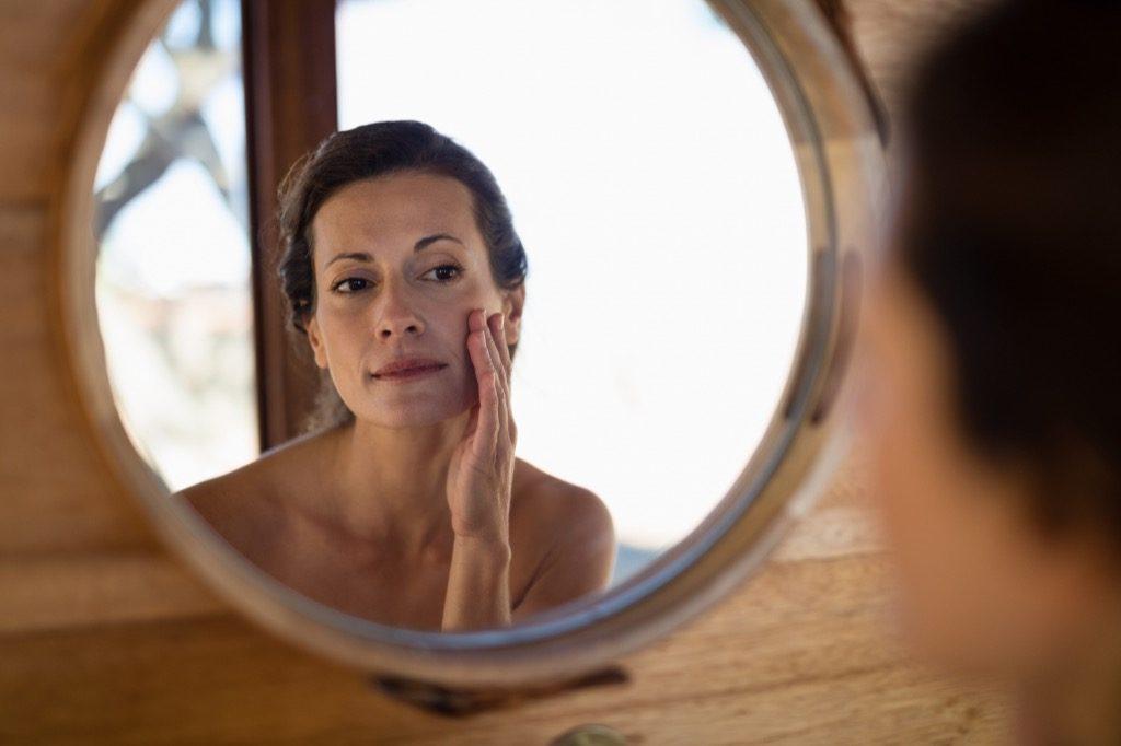Meilleure peau, maquillage pour les femmes âgées