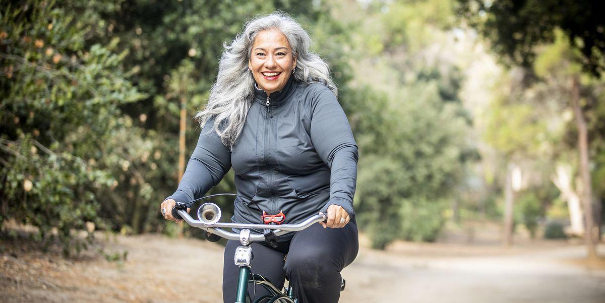 Les 18 meilleures façons de perdre du poids après 50 ans, selon les experts