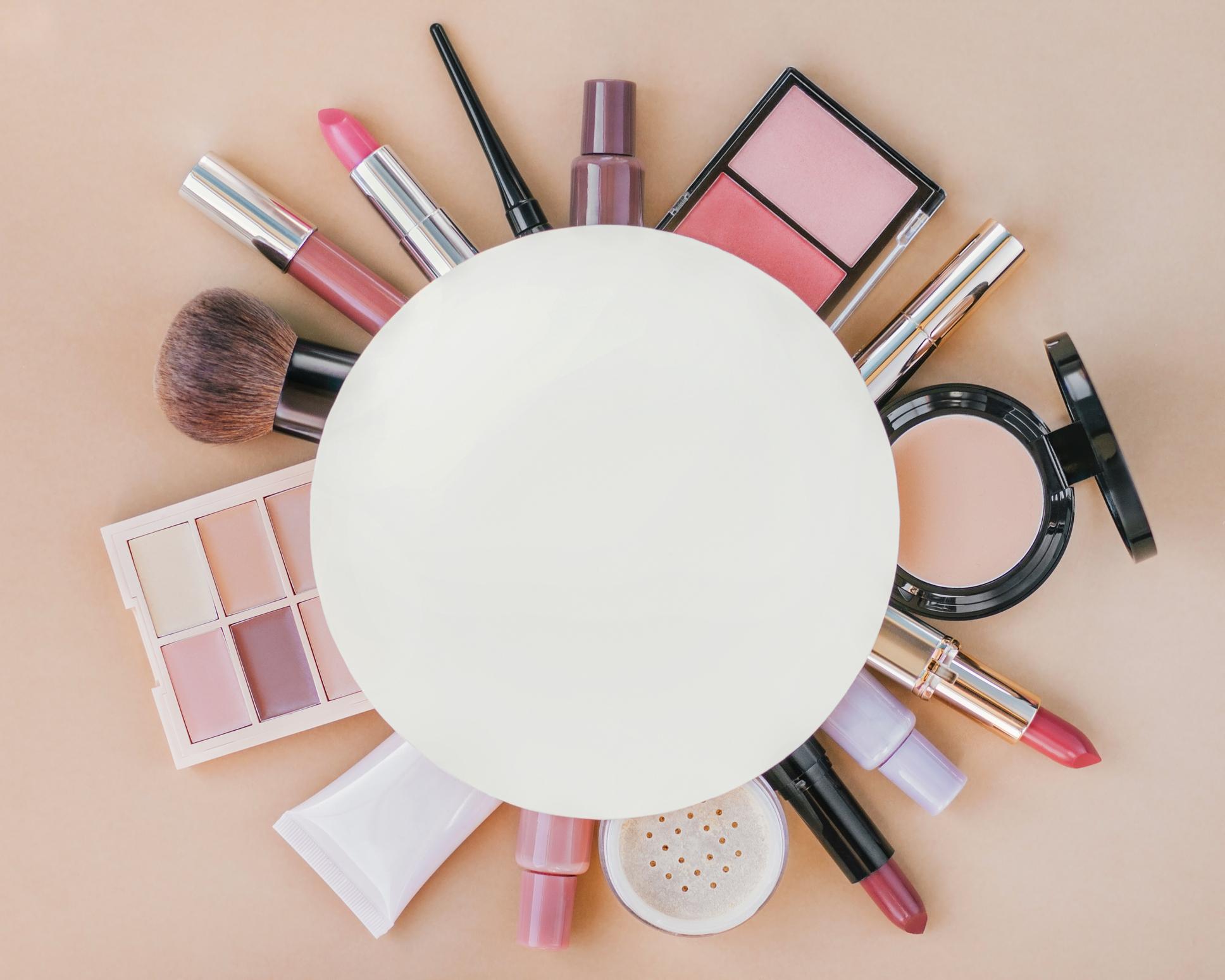 Un guide du maquillage sans âge pour la femme de plus de 50 ans