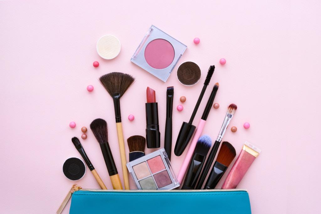 Maquillage pour les femmes âgées : 20 astuces faciles pour les femmes de plus de 50 ans